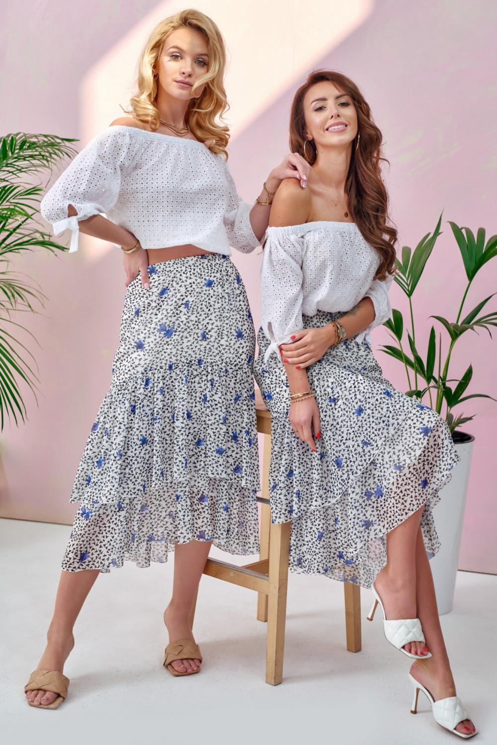 Czarno-niebieska kwiatowa asymetryczna rozkloszowana spódnica z falbankami midi Carole 1