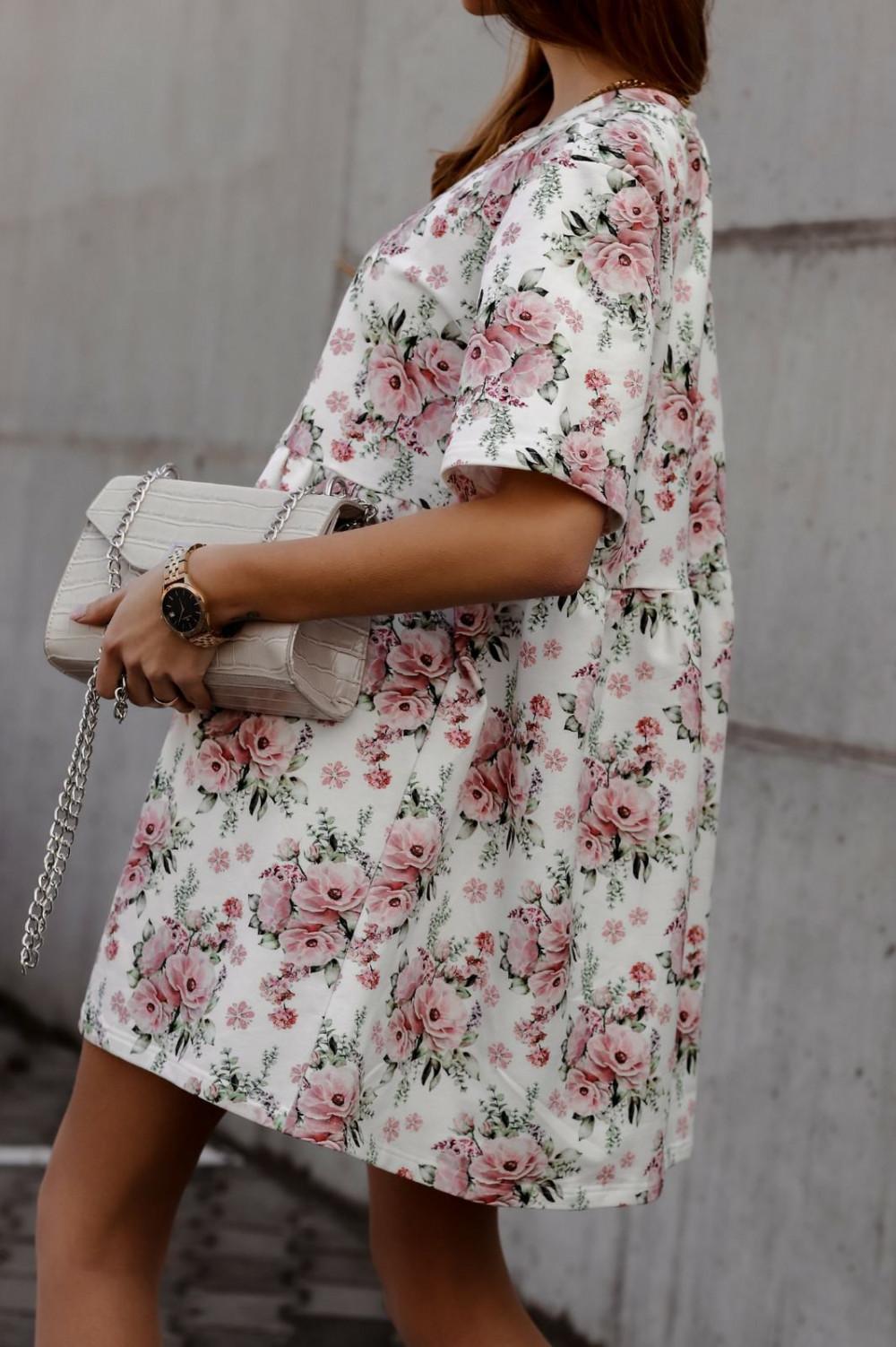 Jasnoróżowa kwiatowa sukienka rozkloszowana z krótkim rękawem Isabel 3