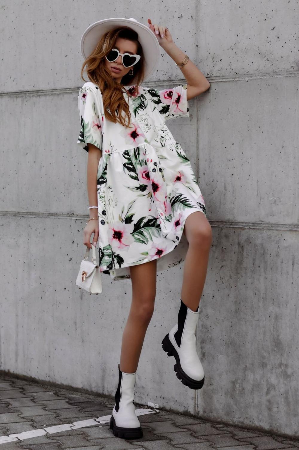 Zielono-różowa kwiatowa sukienka rozkloszowana z krótkim rękawem Isabel 1