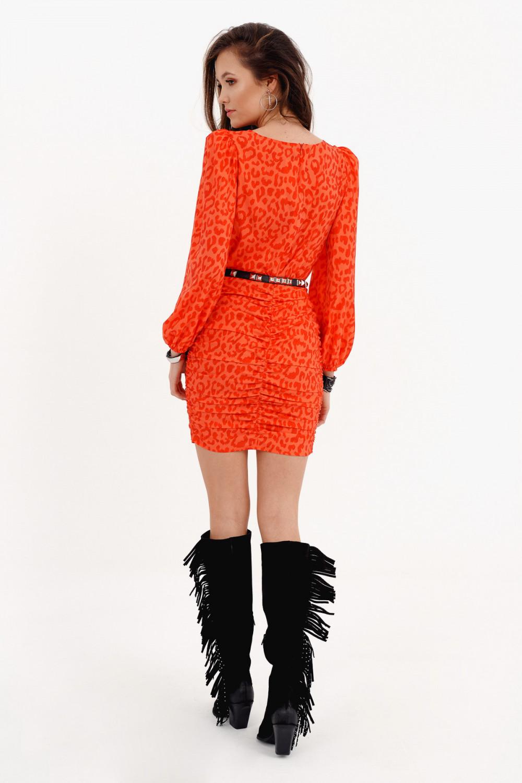 Pomarańczowa dopasowana sukienka z bufkami w panterkę Jeanette 3