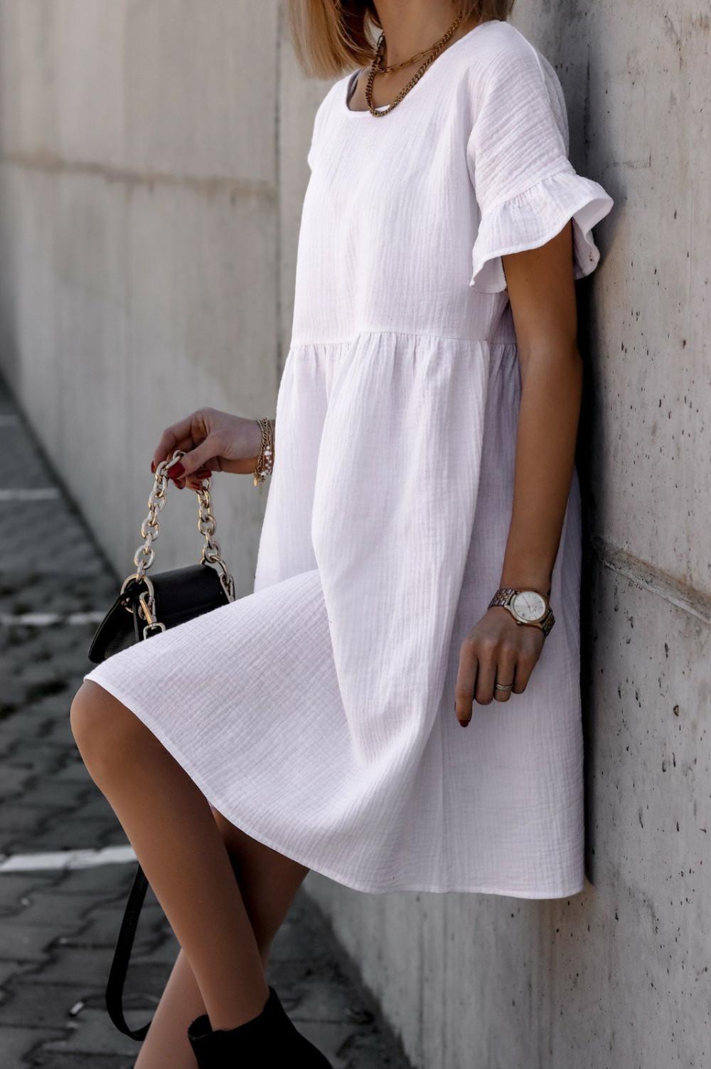 Biała muślinowa sukienka trapezowa z falbankami Lilou 2