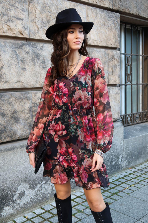 Różowa kwiatowa szyfonowa sukienka rozkloszowana z falbankami Louna 1