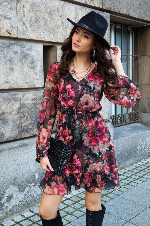 Różowa kwiatowa szyfonowa sukienka rozkloszowana z falbankami Louna 2