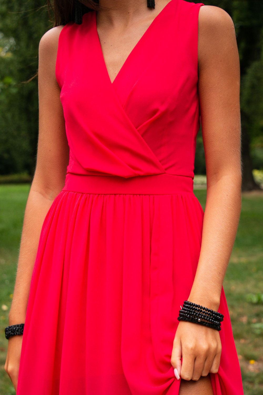Koralowa sukienka wieczorowa kopertowa bez rękawów maxi Angeline 5