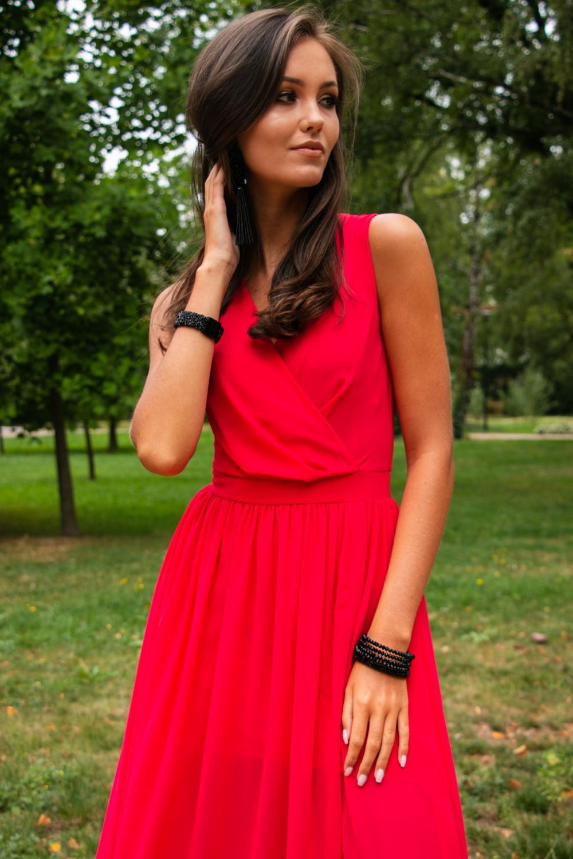 Koralowa sukienka wieczorowa kopertowa bez rękawów maxi Angeline 4
