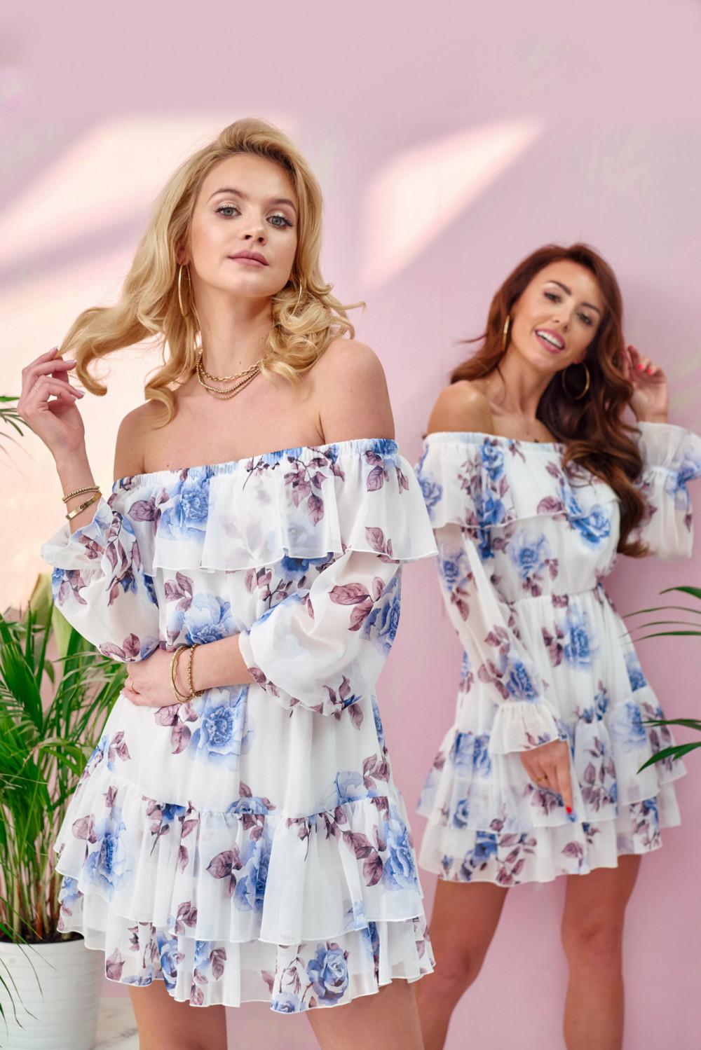 Biało-niebieska kwiatowa sukienka hiszpanka z falbankami Cosette 2