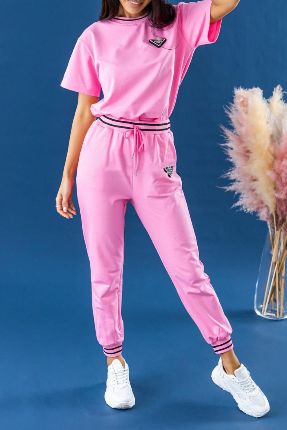 Różowy dresowy komplet damski z modnymi ściągaczami Marione 2