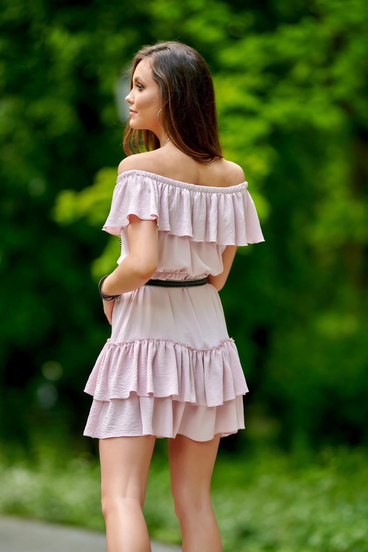 Jasnoróżowa sukienka hiszpanka z falbanką Emy 3
