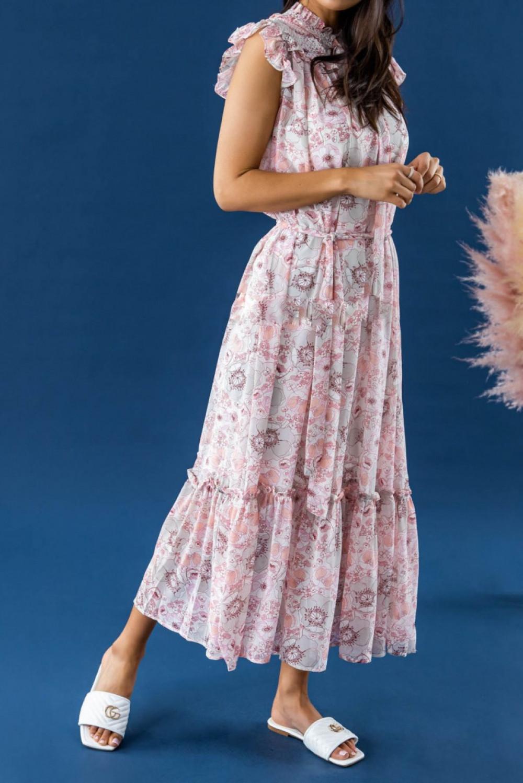 Pastelowo różowa sukienka kwiatowa z falbankami maxi Evelyne 2