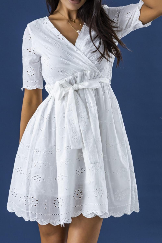 Biała ażurowa rozkloszowana sukienka z krótkim rękawkiem Olive 2