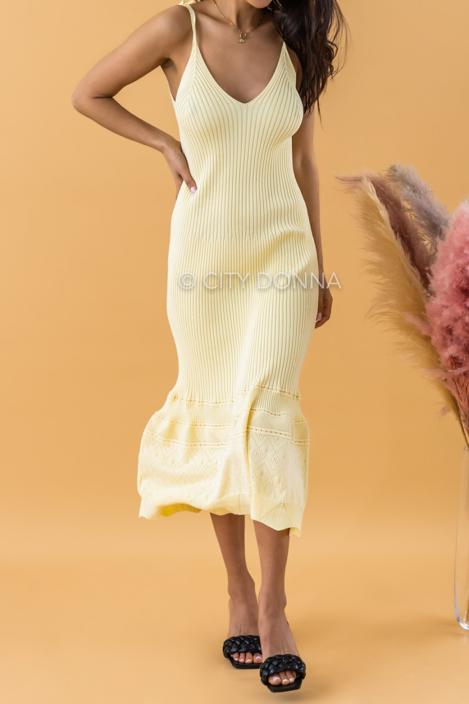 Żółta dzianinowa sukienka z falbanką na ramiączkach midi Riley 2