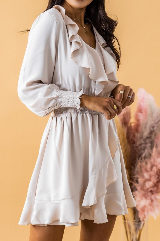 Ecru sukienka rozkloszowana z żabotem i falbankami Kaja 4