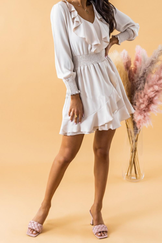Ecru sukienka rozkloszowana z żabotem i falbankami Kaja 3