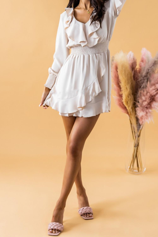 Ecru sukienka rozkloszowana z żabotem i falbankami Kaja 2