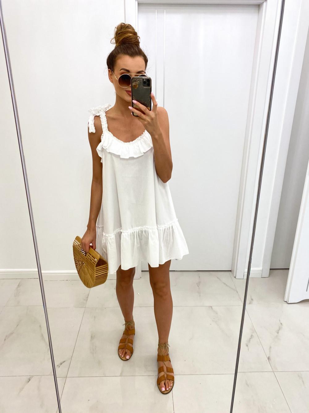 Biała boho letnia sukienka rozkloszowana na ramiączkach z falbankami Adriana 2
