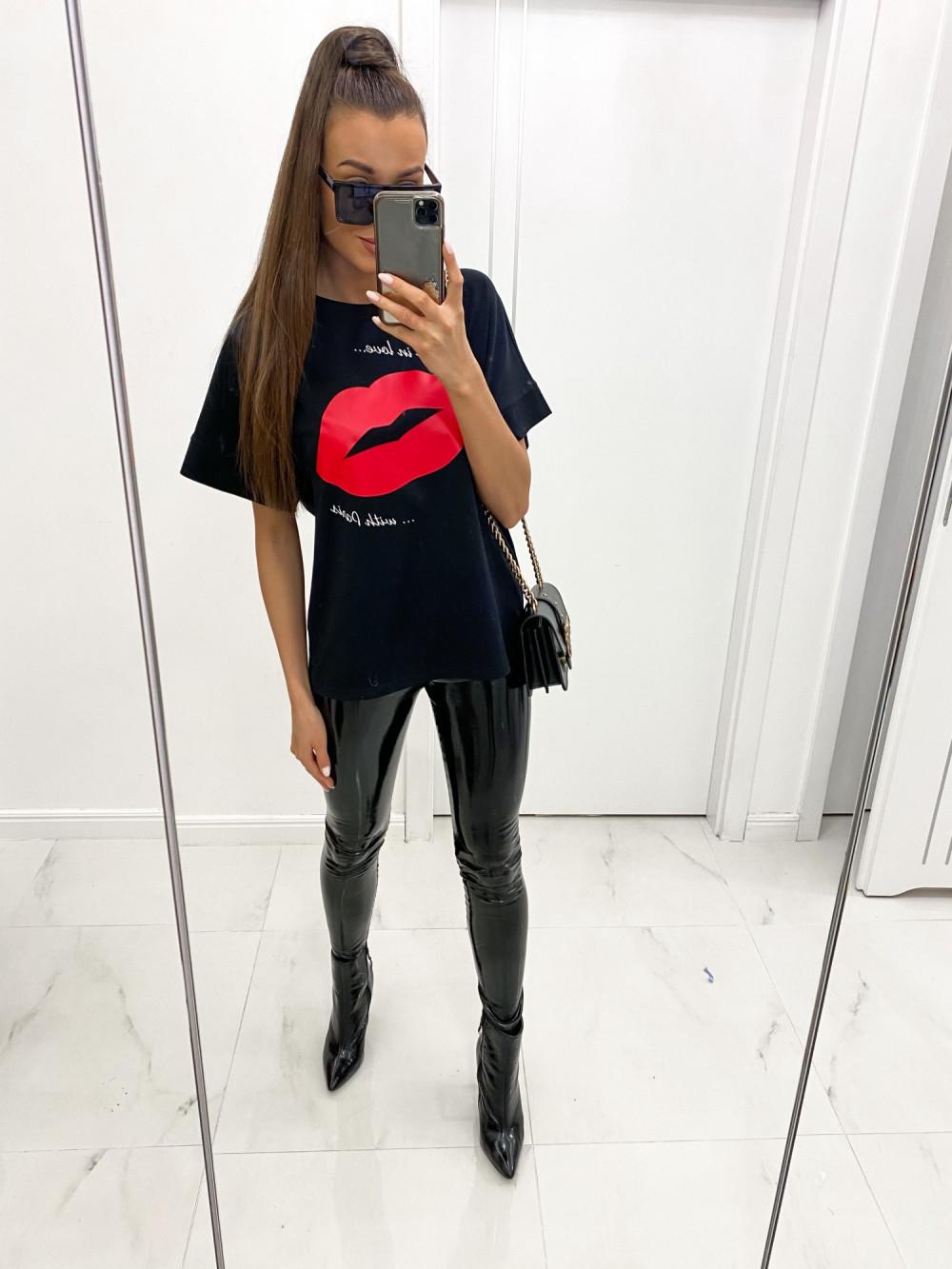 Czarny luźny t-shirt z nadrukiem Lips 2