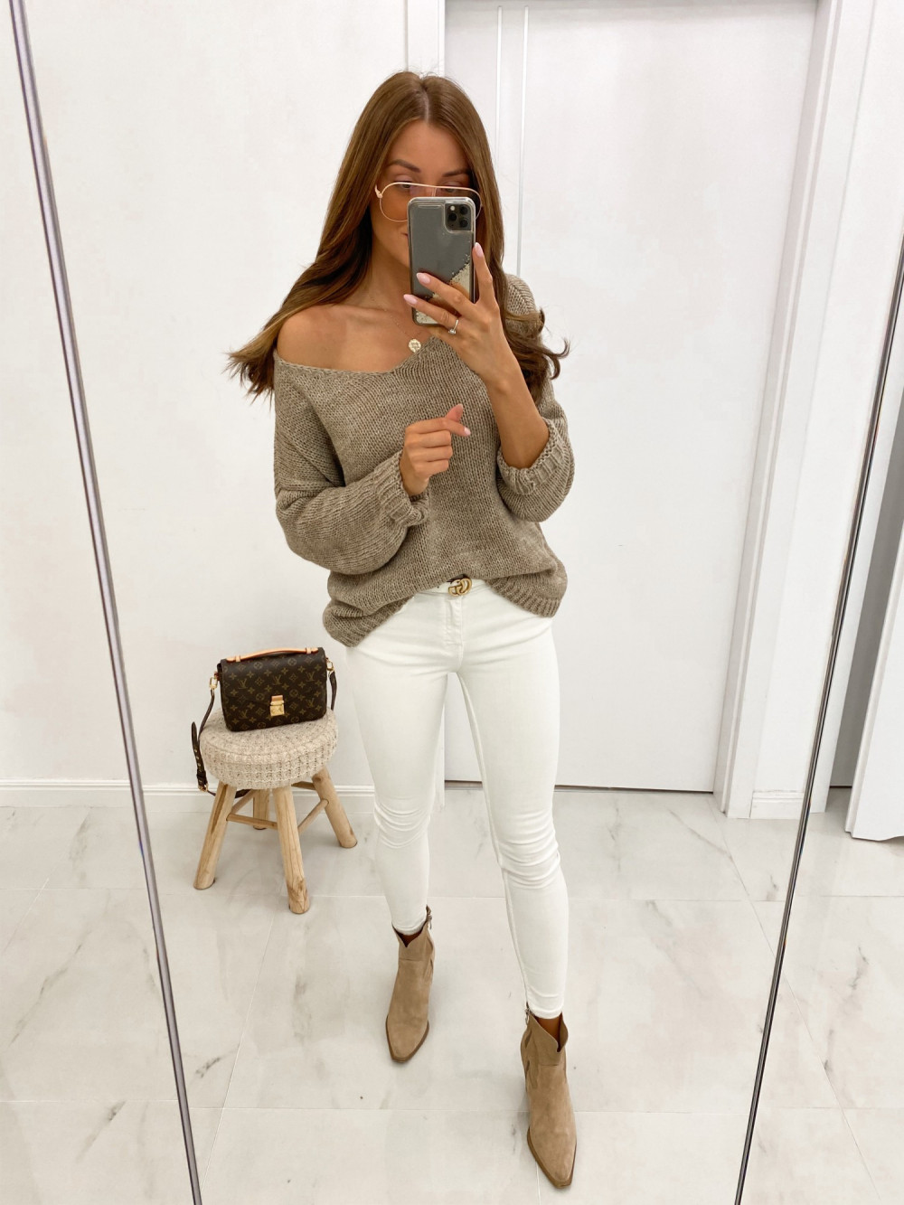 Beżowy sweter V-Neck Mona 2