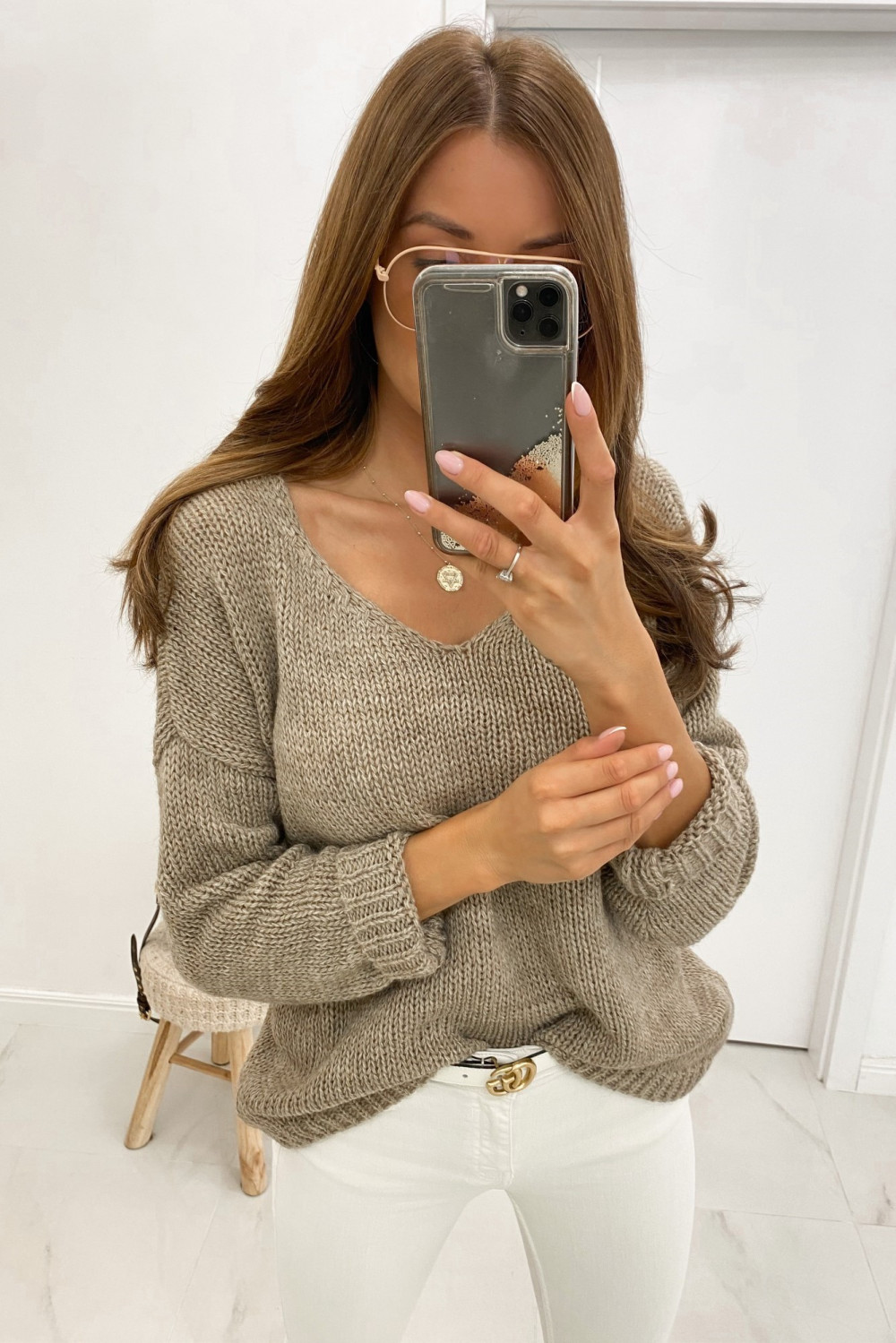 Beżowy sweter V-Neck Mona 1