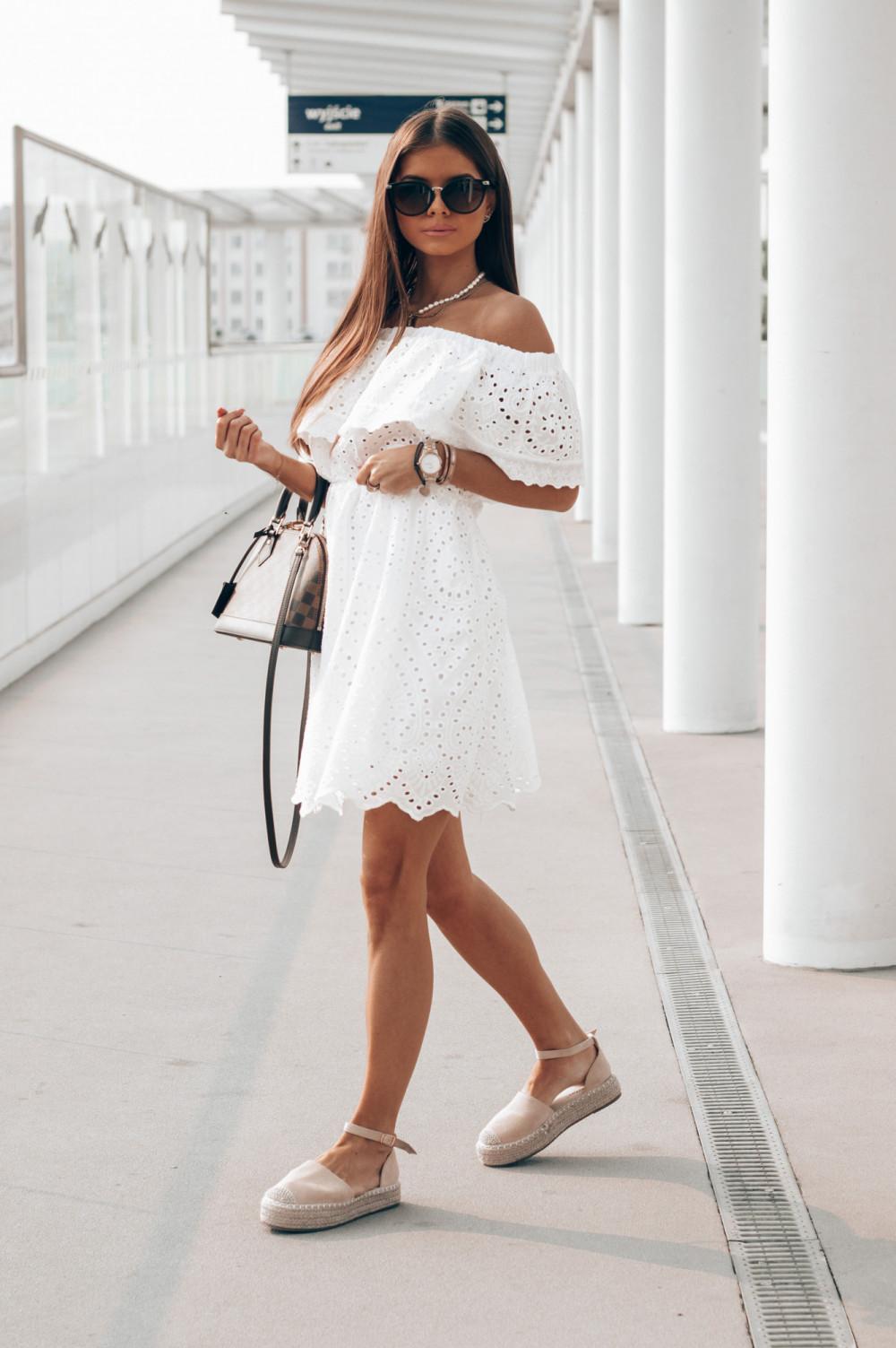 Biała ażurowa sukienka hiszpanka z falbanką Claire 2