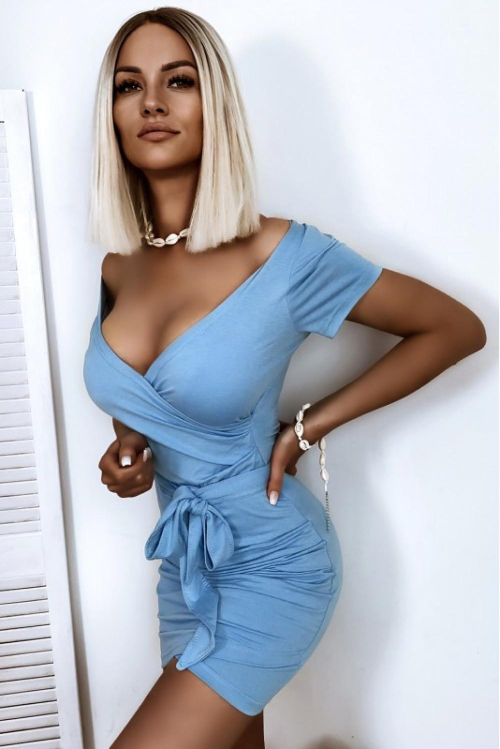 Jasnoniebieska welurowa dopasowana sukienka przekładana Emilia 2