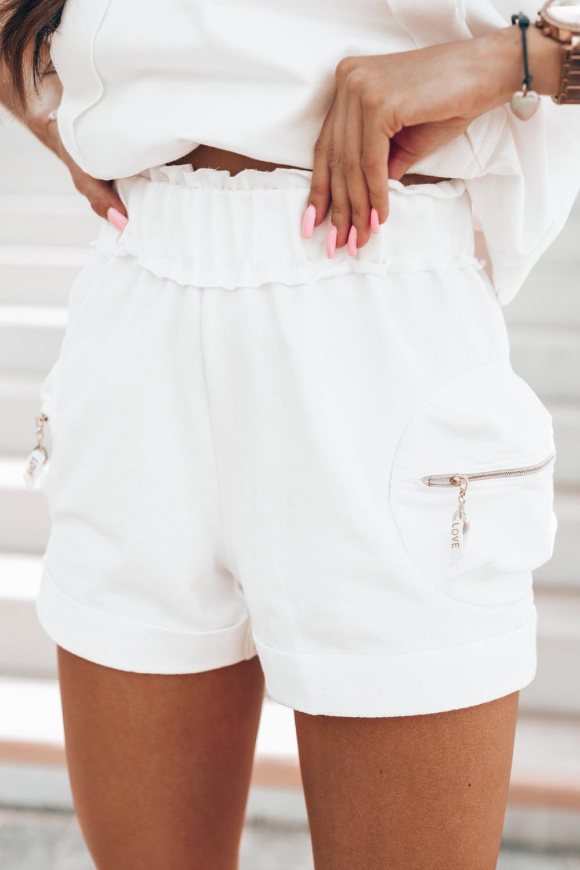 Biały komplet dresowy z krótkimi spodenkami Kaitly 4