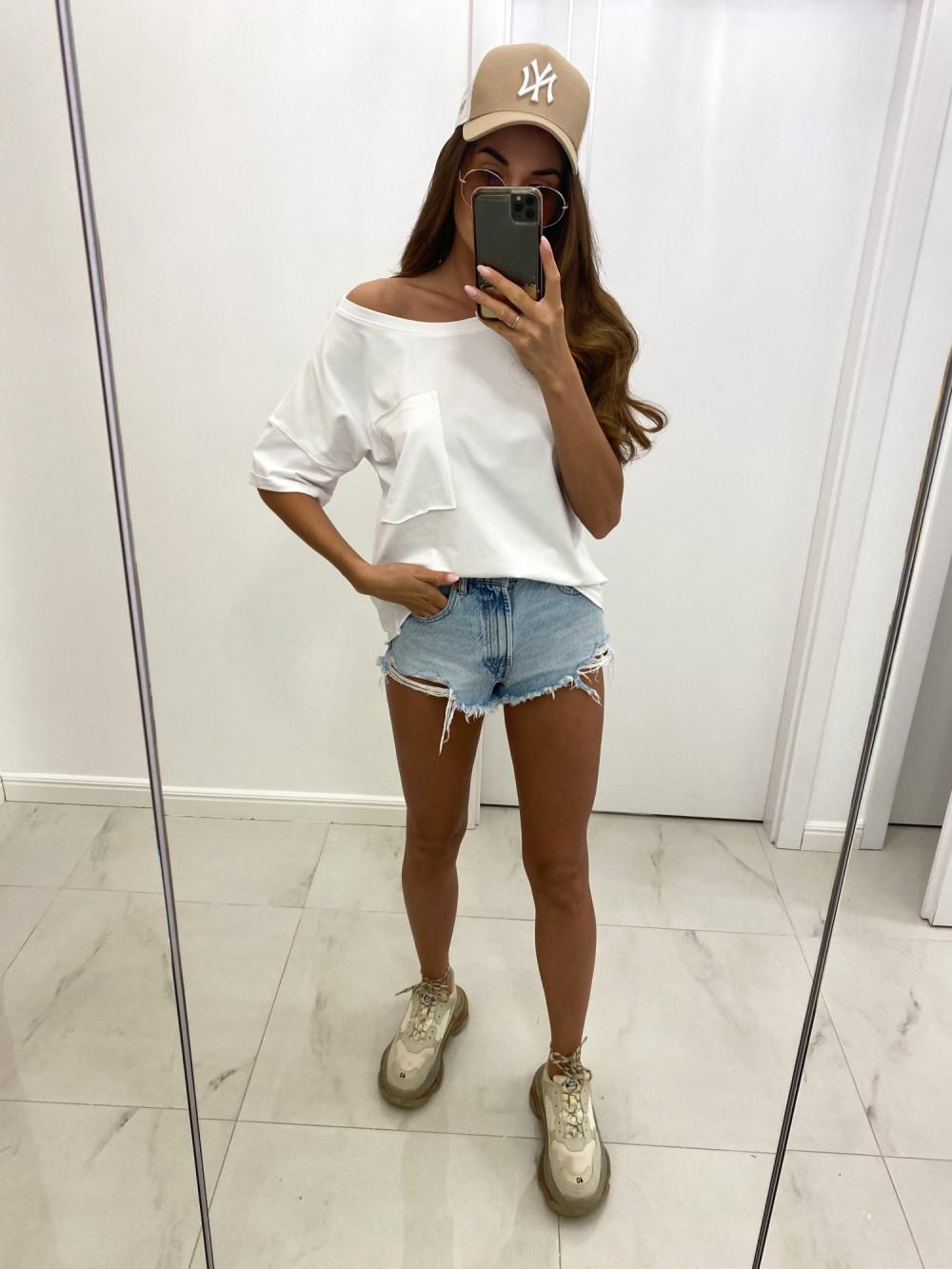Biały luźny asymetryczny t-shirt z kieszonką Arabela 2