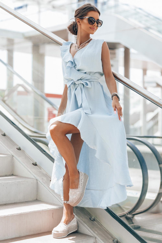 Jasnoniebieska muślinowa asymetryczna sukienka z falbankami midi Aria 1