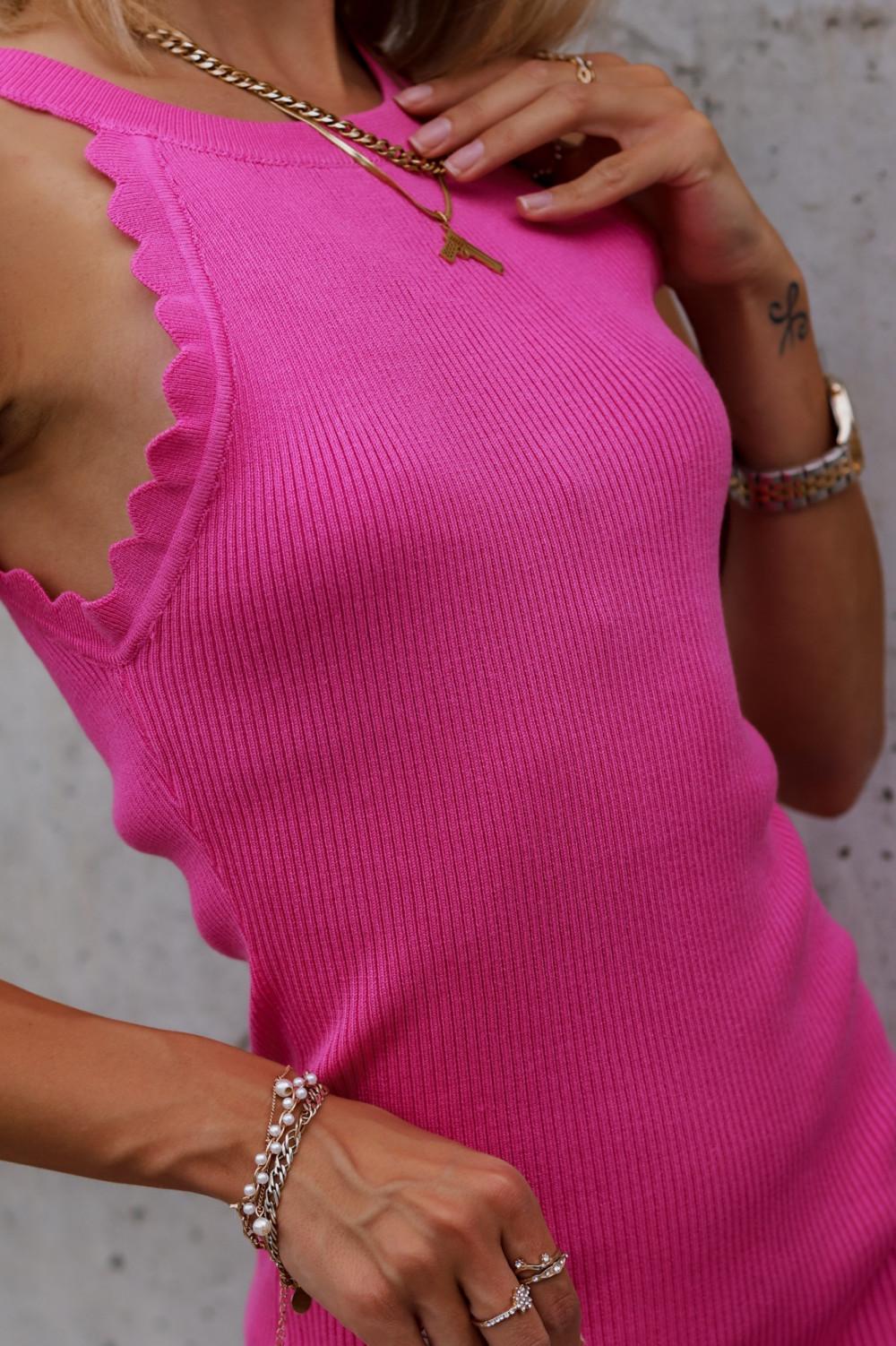 Fuksjowa sukienka dopasowana bez rękawów Lorena 2