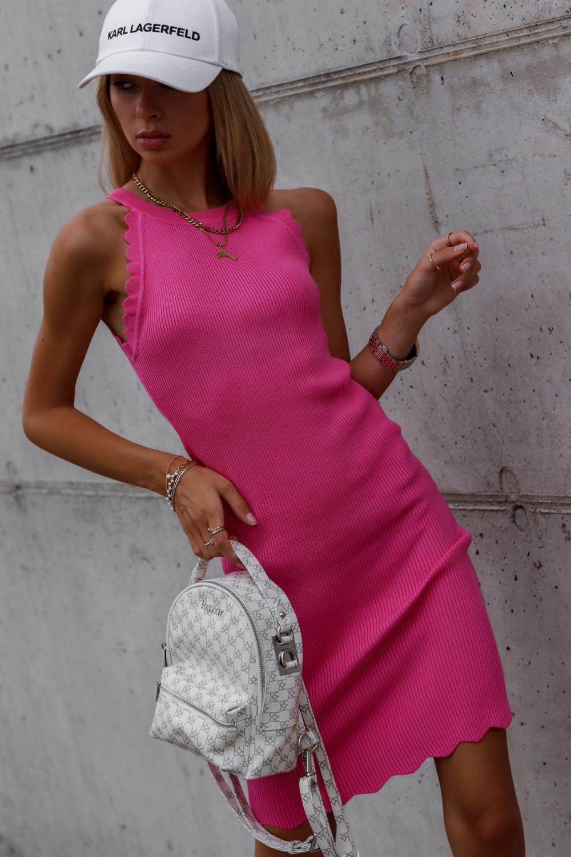 Fuksjowa sukienka dopasowana bez rękawów Lorena 3