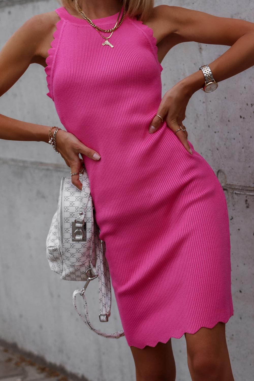 Fuksjowa sukienka dopasowana bez rękawów Lorena 1