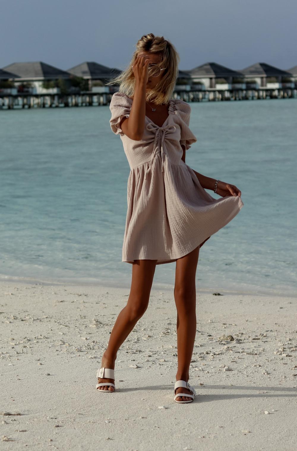 Beżowa muślinowa sukienka rozkloszowana mini Shira 2