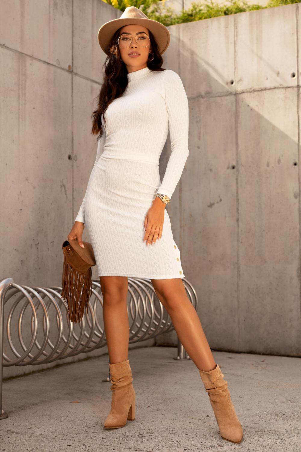 Ecru sweterkowy komplet spódniczka i bluzka Camilla 1