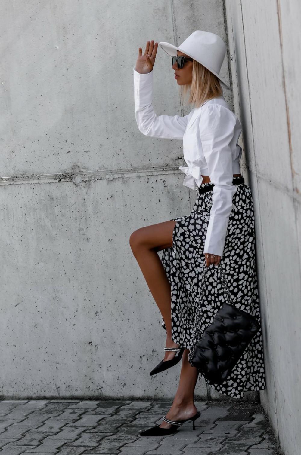 Czarna spódnica z rozcięciem midi w plamki Sammy 2