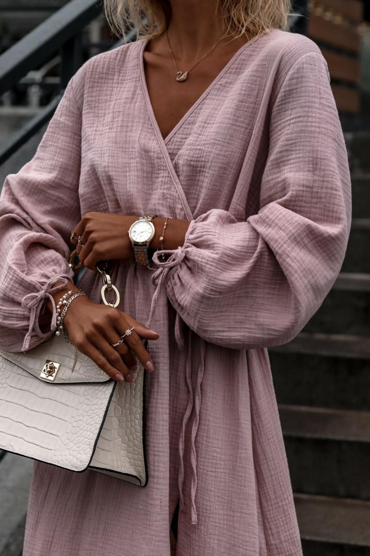 Różowa muślinowa sukienka przekładana z bufiastymi rękawami Ella 3