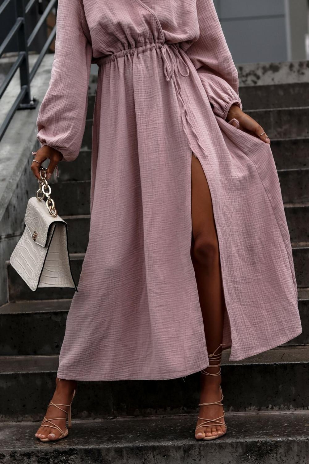 Różowa muślinowa sukienka przekładana z bufiastymi rękawami Ella 4