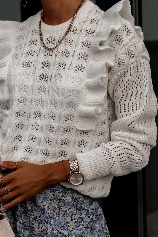 Beżowy ażurowy sweterek z falbankami Aubrey 2