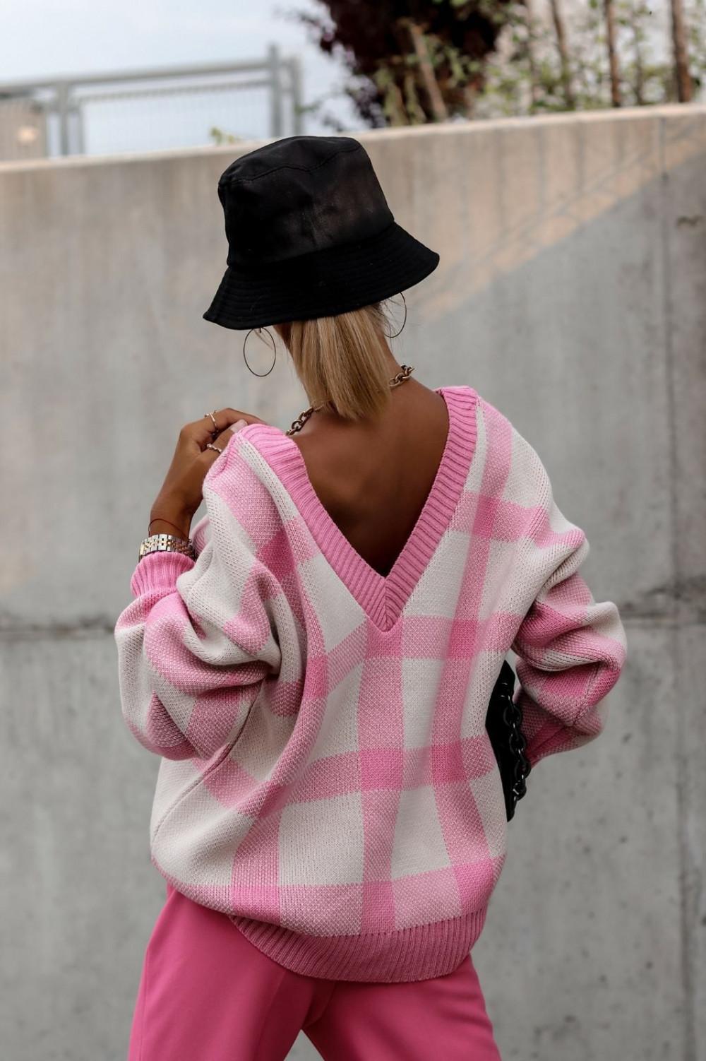 Różowy sweter oversize V-Neck w kratkę Maya 4