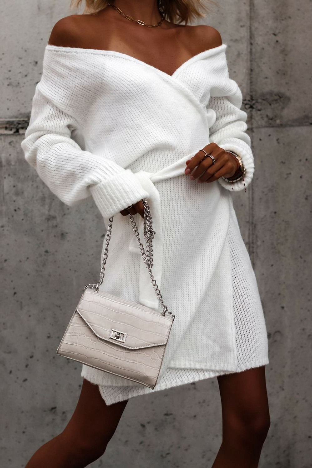 Biała przekładana sukienka sweterek V-Neck Mila 1