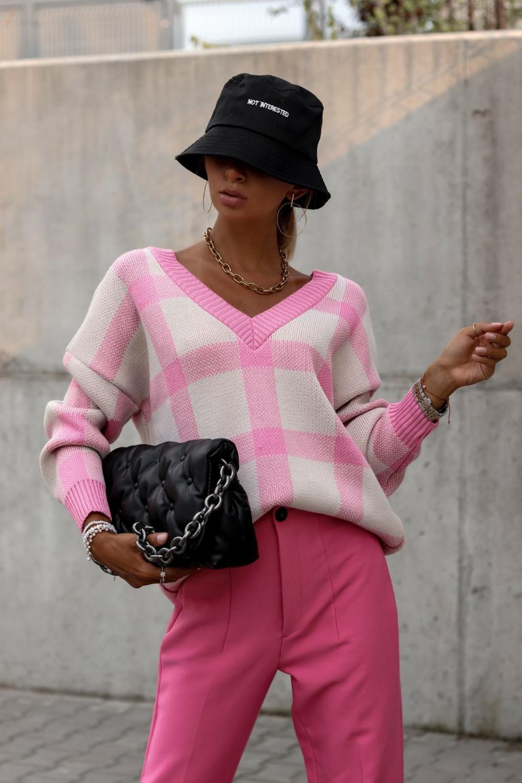 Różowy sweter oversize V-Neck w kratkę Maya 2