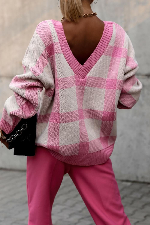 Różowy sweter oversize V-Neck w kratkę Maya 5