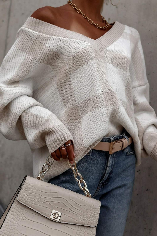 Beżowy sweter oversize V-Neck w kratkę Maya 4