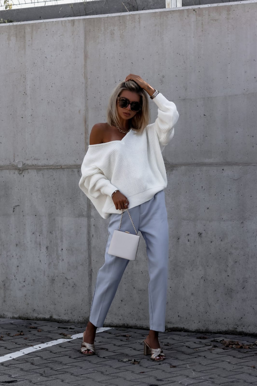Ecru sweter oversize V-Neck Mia 4