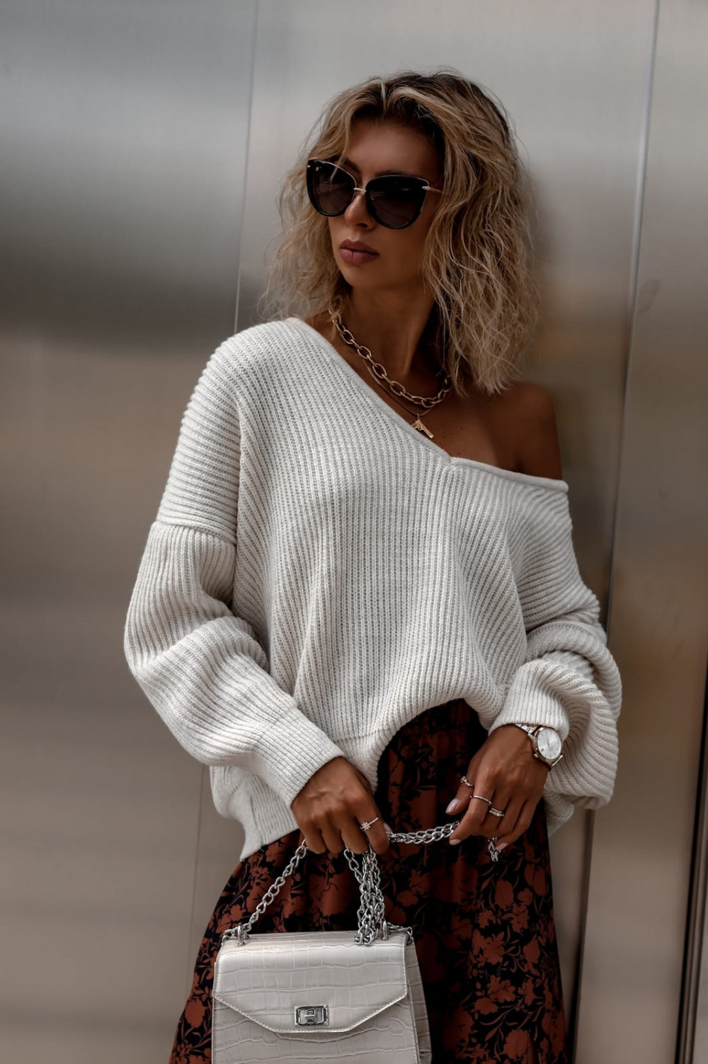 Beżowy sweter oversize V-Neck Mia 4