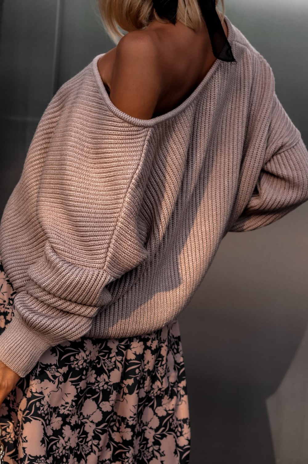 Brązowy sweter oversize V-Neck Mia 3