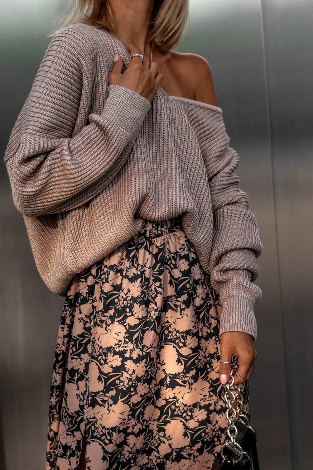 Brązowy sweter oversize V-Neck Mia 1
