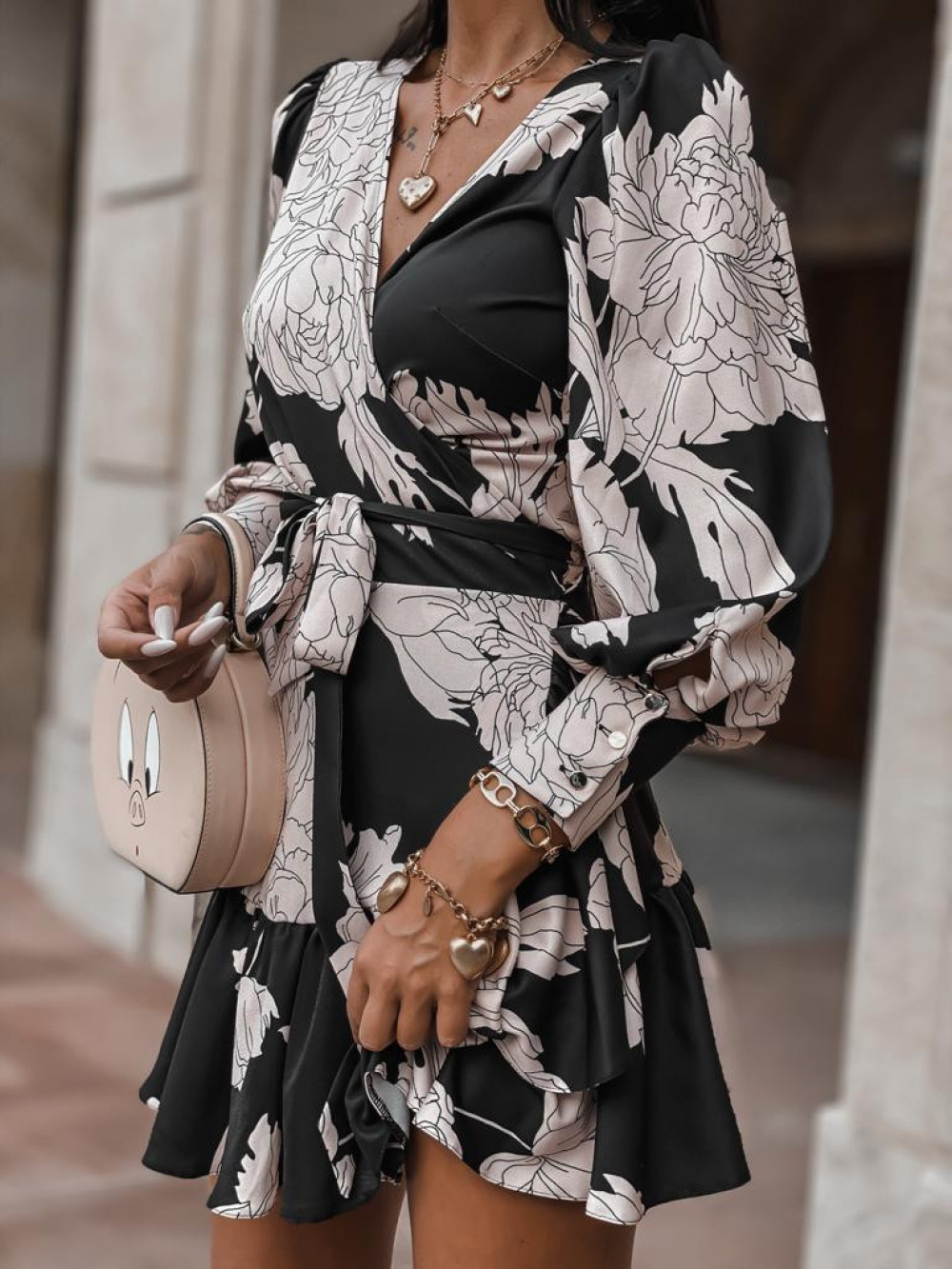Czarno-beżowa sukienka w kwiaty Flores 1