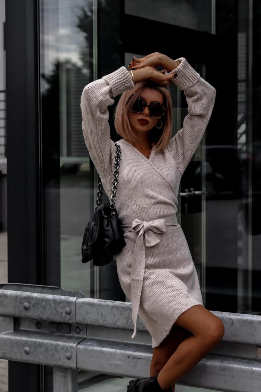 Beżowa przekładana sukienka sweterek V-Neck Mila 2