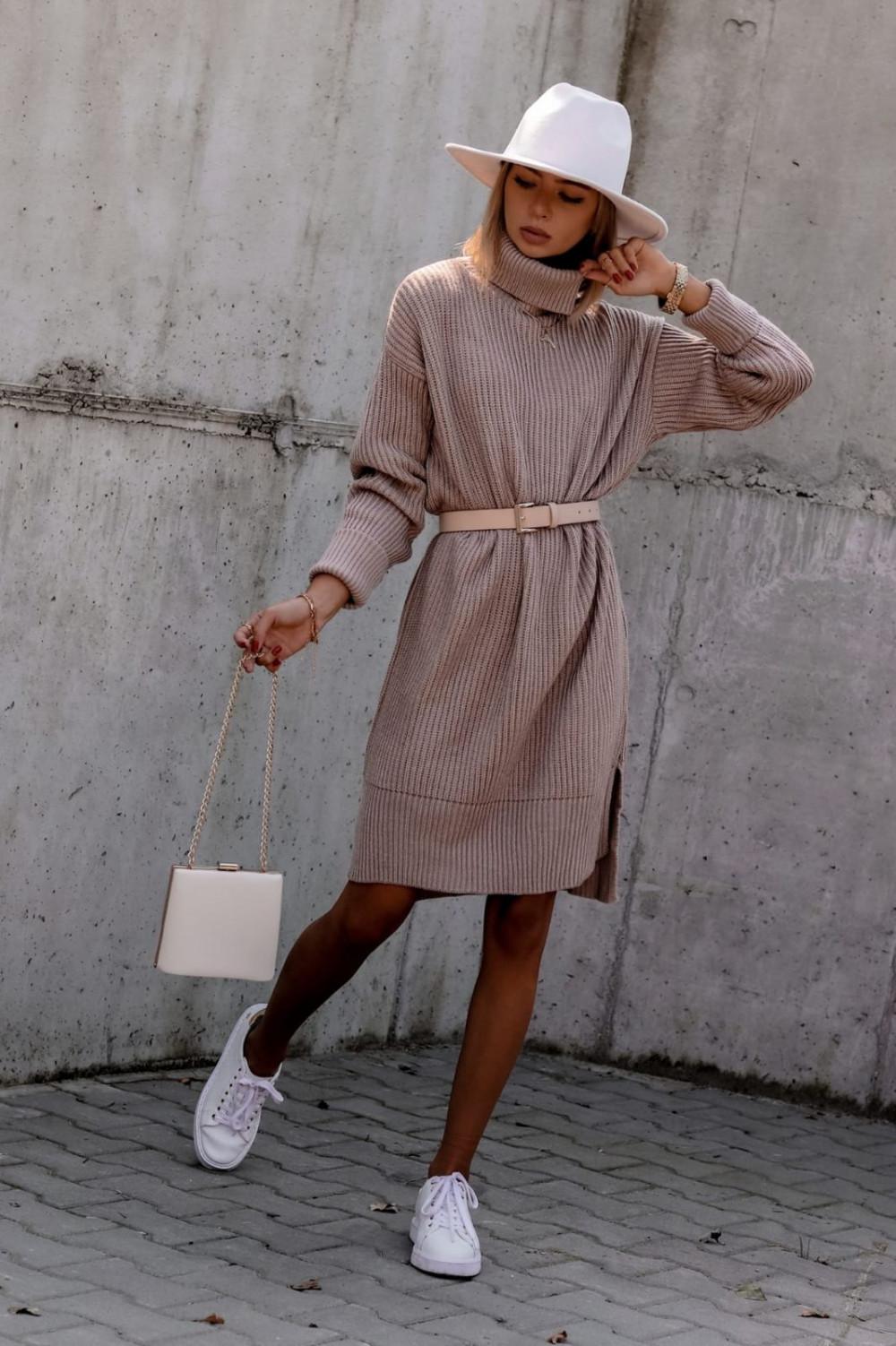 Beżowa sukienka sweterkowa z golfem Milano 3