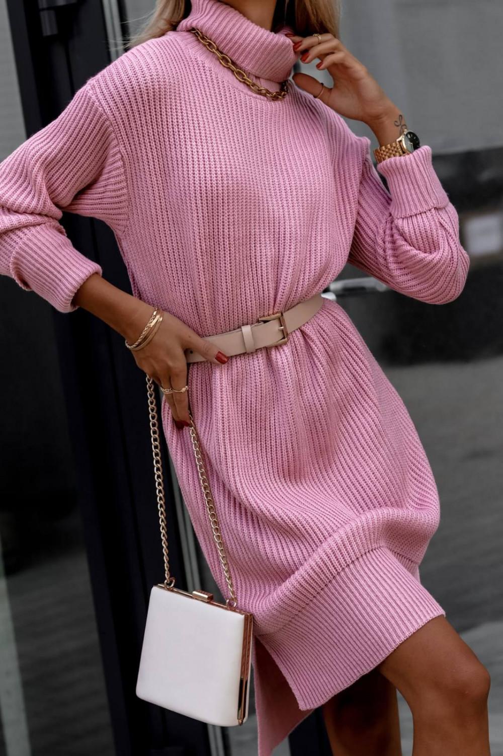 Różowa sukienka sweterkowa z golfem Milano 1