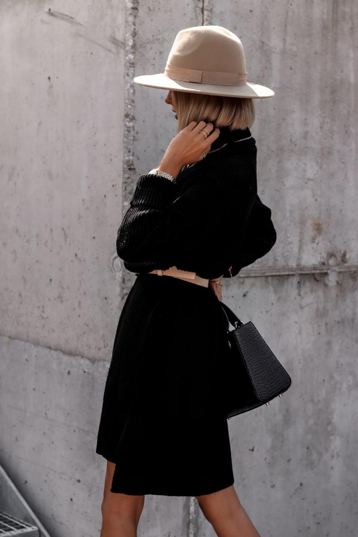 Czarna sukienka sweterkowa z golfem Milano 4